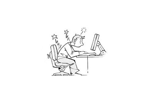 ongunstige werkhouding achter computer