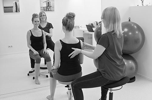 Oefentherapie Cesar-Mensendieck houdingscorrectie met spiegels